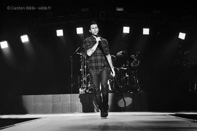 Adam Levine maroon 5 photo concert